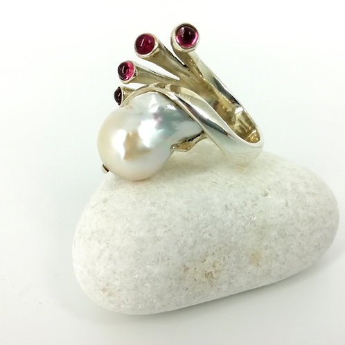Silver ring with Pearls and granaat