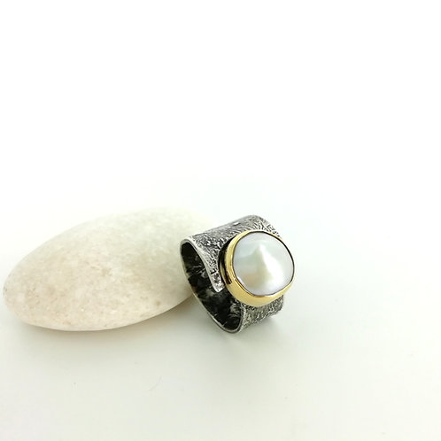 Silver & gold ring with Baroc Pearl