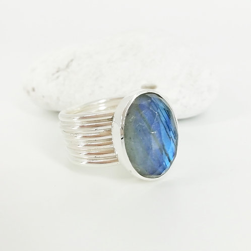 Silver ring with doublet Labradorite