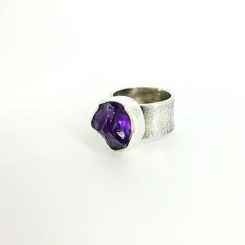 Silver art ring with Amethyst