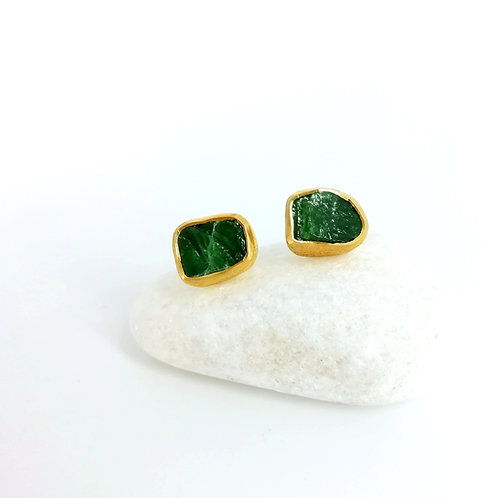 Goldplated earrings with an Emerald gemstone