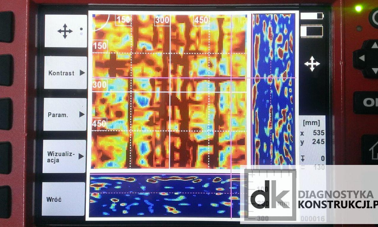 Na tym samym skanie obrazowym (ImageScan) stropu gęstożebrowego wykonanym systemem X-Scan po kolejnej zmianie ustawienia parametrów analizy i wizualizacji - na głównym obrazie skanu da się zauważyć nawet połączenia pustaków.