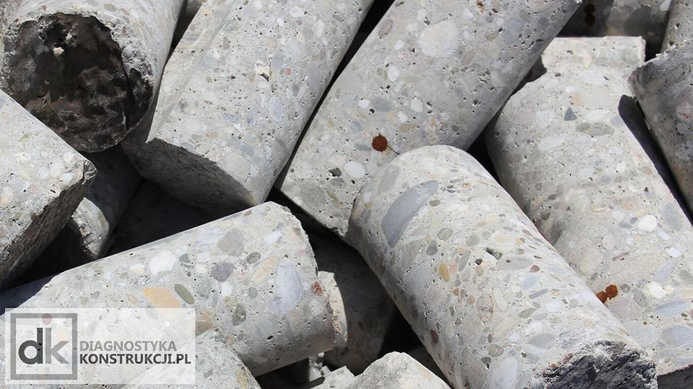 Wycięte z konstrukcji rdzenie betonowe pozwalają na określenie wytrzymałości betonu