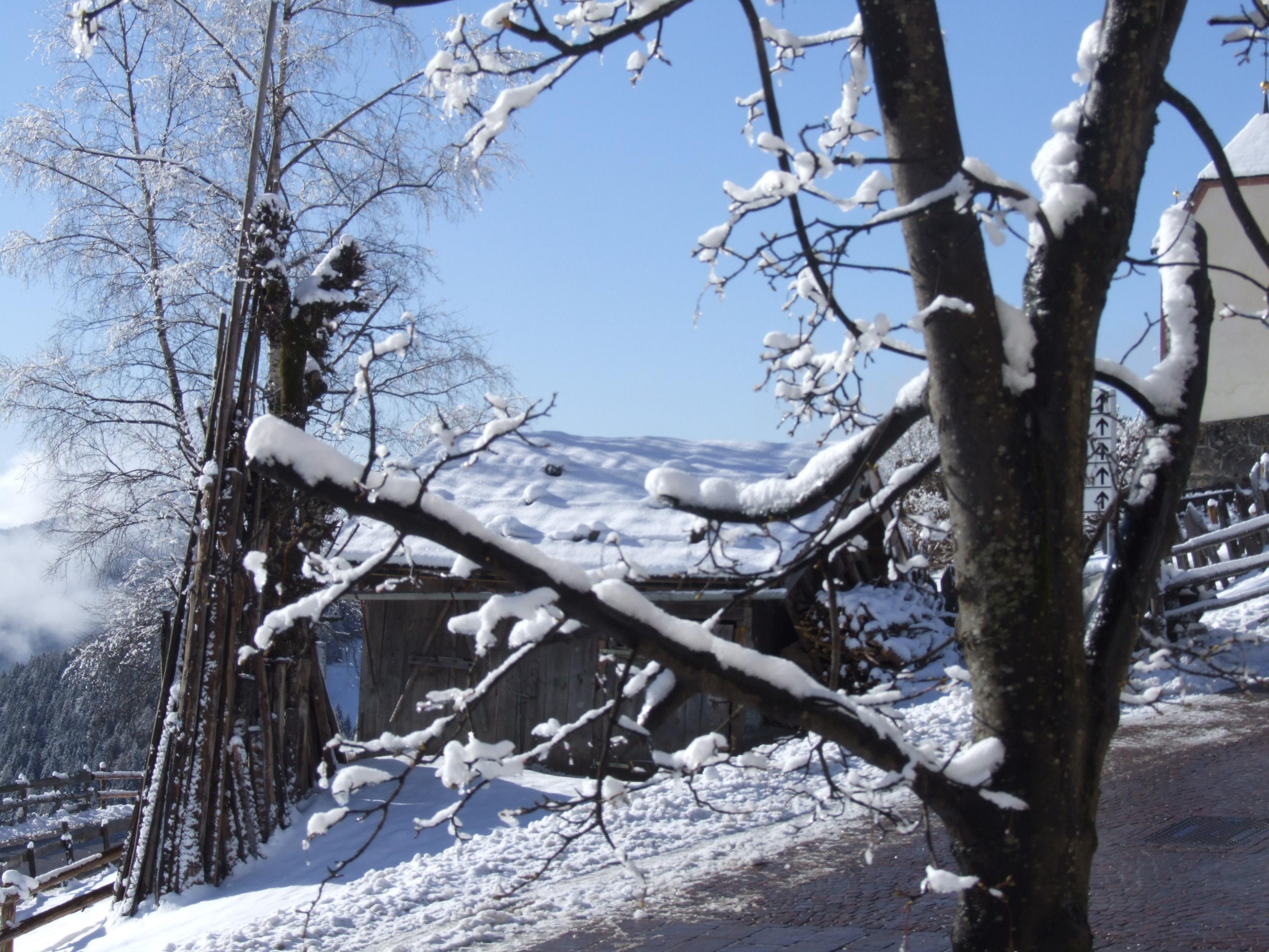 Huette verschneit
