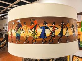 door Lodia beschilderde en beplakte lampenkap