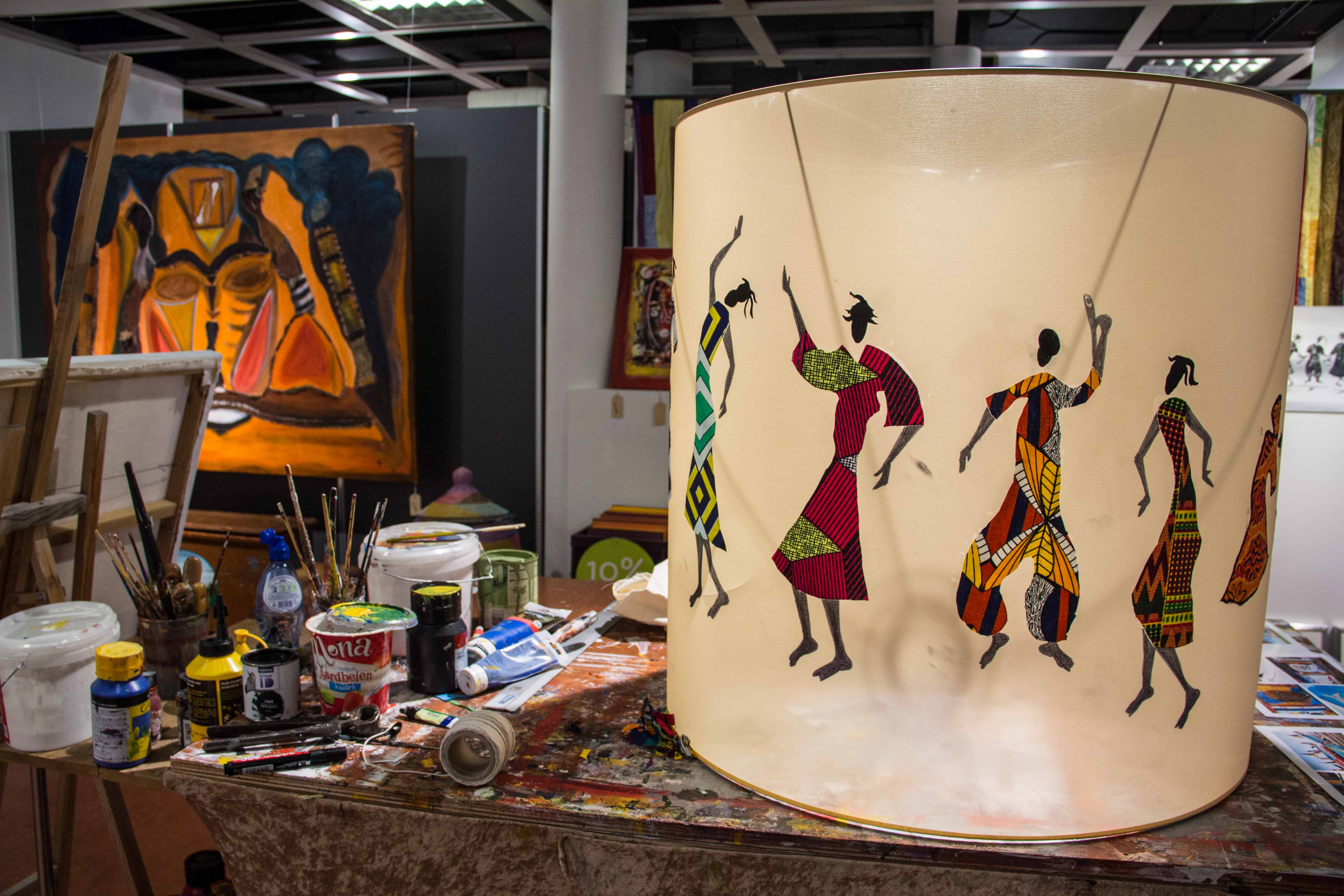 beschilderde en geplakte lampenkap