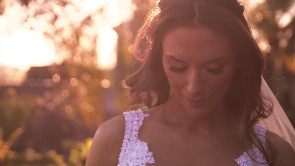 noiva no por do sol, casamento ao ar livre