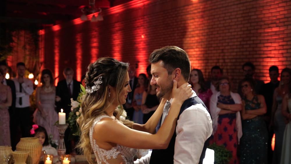 primeira dança dos noivos, casamento ao ar livre, casamento do vale dos vinhedos, casamento nas casas valduga, casamento em bento gonçalves