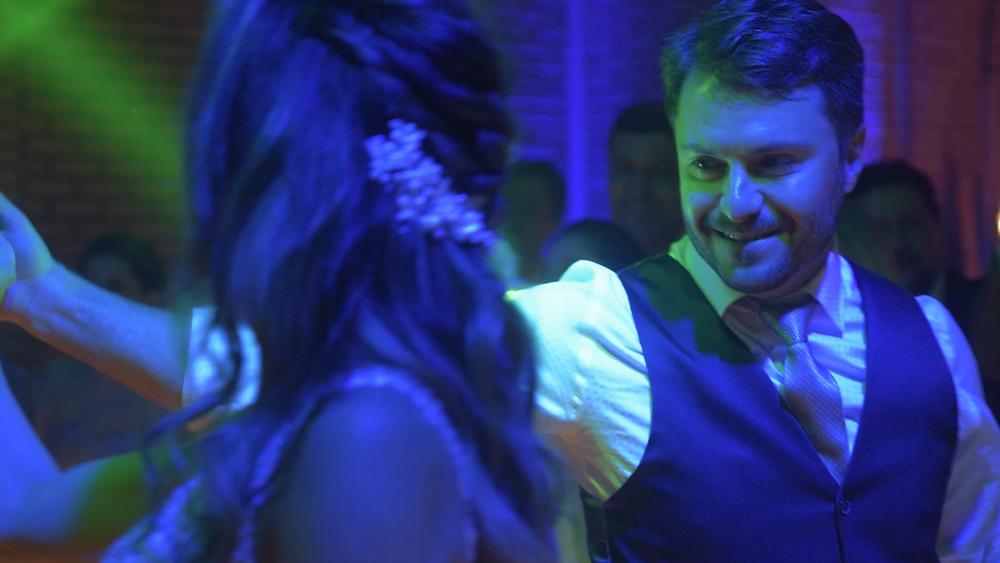 noivos dançando na festa de casamento, casamento ao ar livre, casamento do vale dos vinhedos, casamento nas casas valduga, casamento em bento gonçalves