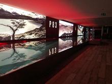 P83 Pool Lichtwand