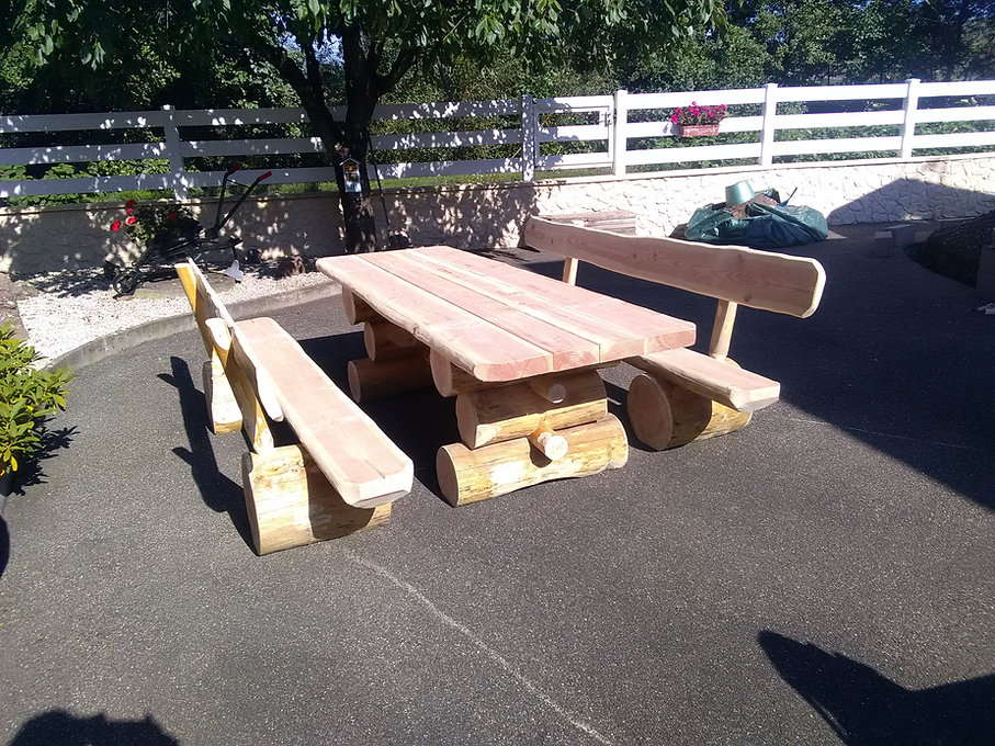jbrondin-table-ours-salon-de-jardin-en-b