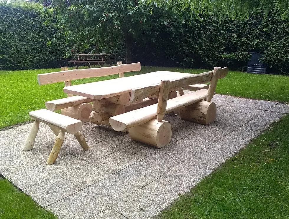 jbrondin_table_modèle_ours_table_en_fuste_mobilier_rondin_de_bois.jpg