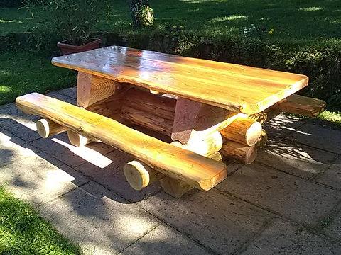 jbrondin_table_en_fuste_mobilier_rondin_de_bois_sur_mesure.jpg