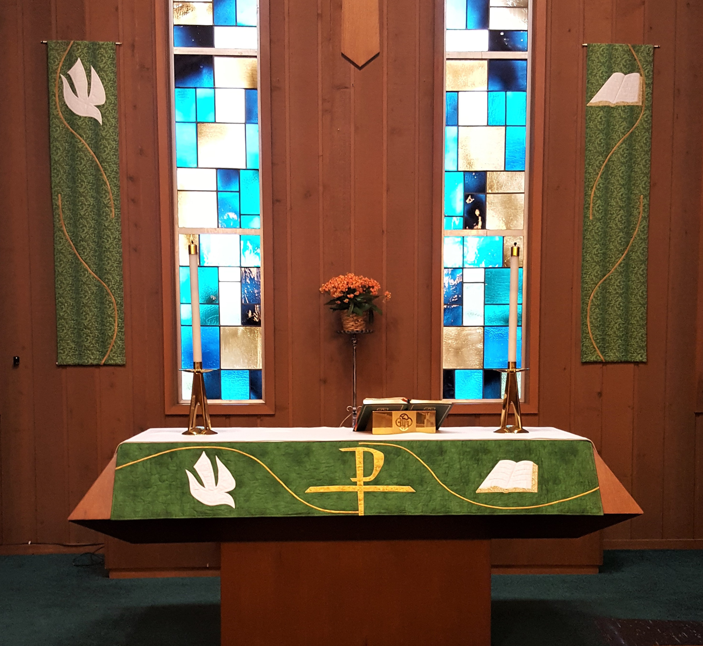 Ordinary Time-Altar and Banners