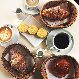 Sohbet zamanı 🗨️🗯️ photo - _mrmrsguncu #leonecroissant  #leonepatisserieboulangerie #leonepatisserie #leone #patisserie #boulangerie #croiss