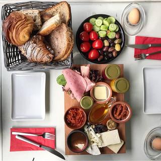 Kahvaltı zamanı 🔔 güzel bir haftasonu dileriz 😘 photo- _breakfastbrunch35 #leonecroissant  #leonepatisserieboulangerie #leonepatisserie #leo