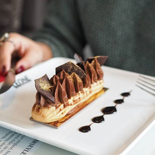 Çikolata aşkına 😘 #eclair photo - _hakanie #leonepatisserieboulangerie #leonepatisserie #leone #patisserie #boulangerie #croissant  #coffee_