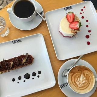 🎉 photo - _fundaydeniz #leonepatisserieboulangerie #leonepatisserie #leone #patisserie #boulangerie #croissant  #coffee #cafe #goodfood #art