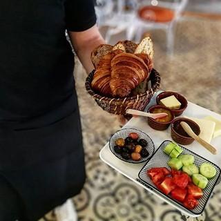 Lezzetli bir kahvaltı kaçamağı için güzel bir gün 😉 #leonepatisserieboulangerie #leonepatisserie #leone #patisserie #boulangerie #croissant_