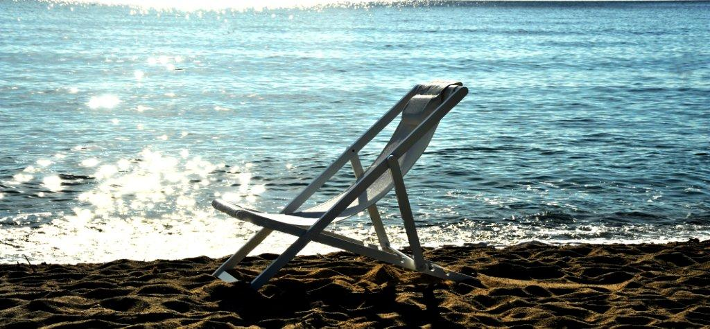 Beach chair white.1.jpg