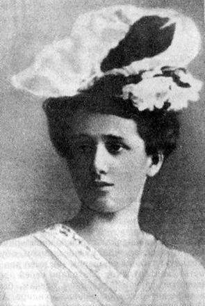 Anna_Akhmatova_(1906).jpg