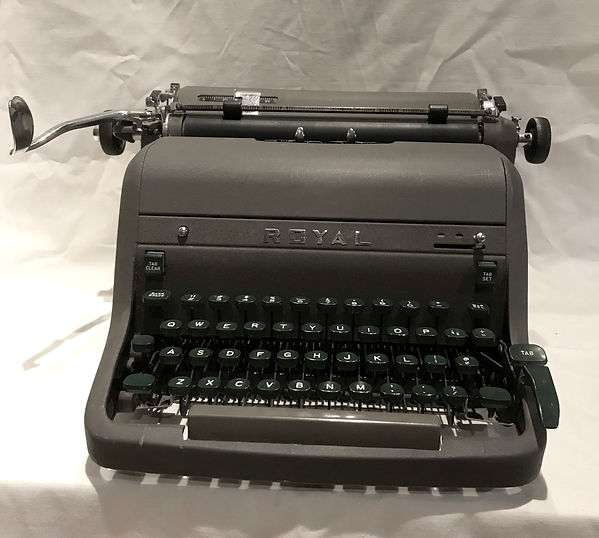 Royal HH - photograph of a dark gray typewriter with dark green keys mounted on black key levers.