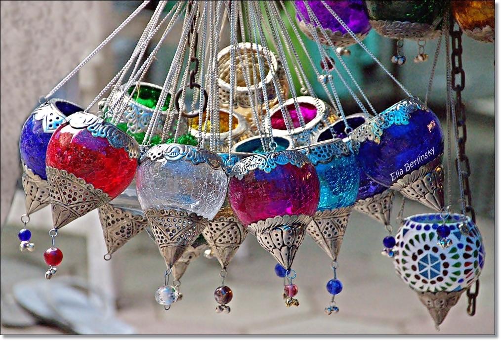 מנורות צבעוניות.jpg