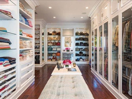 CLOSET: ORGANIZATION, CONVENIENCE AND GLAMOUR.