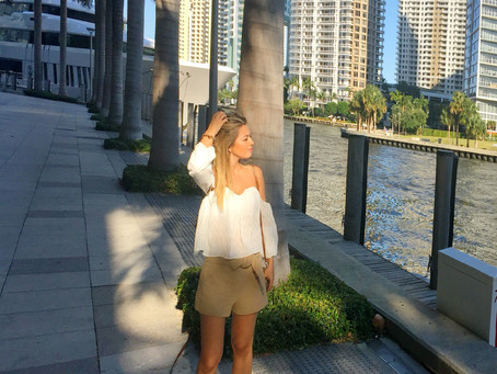 WALKING AROUND BRICKELL