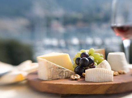 WINE ETIQUETTE - PART V: WINE & CHEESE - THE COUPLE!