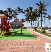 Área de juegos con Pasto  Sintético tipo alfombra