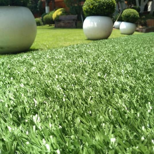 Jardineras en salón para eventos, Pasto Sintético  Fibrilado 20mm de altura