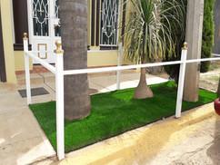 Jardinera  con Pasto  Sintético Habana 27