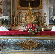 Fleurs de lys et roses de jardin ont orné l'église Saint-Aubin
