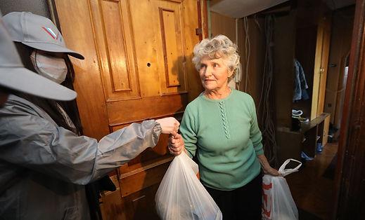 __large_волонтеры онф помощь пожилые_а.