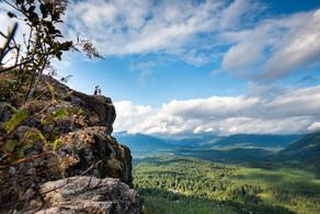 Mountain Cliff Adventure Photo Shoot at Rattlesnake lake
