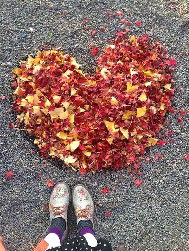 連落葉也會被掃成心形。