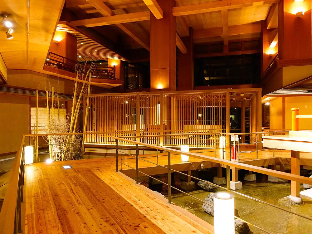 地下層通往各間餐廳,可以坐在包廂內欣賞到獨特的室內設計。