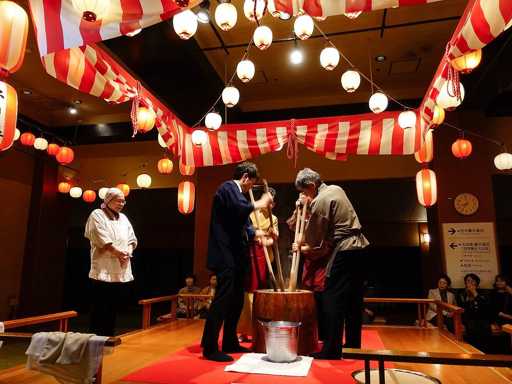 邀請住客一起樁米餅,宣揚日本傳統文化。
