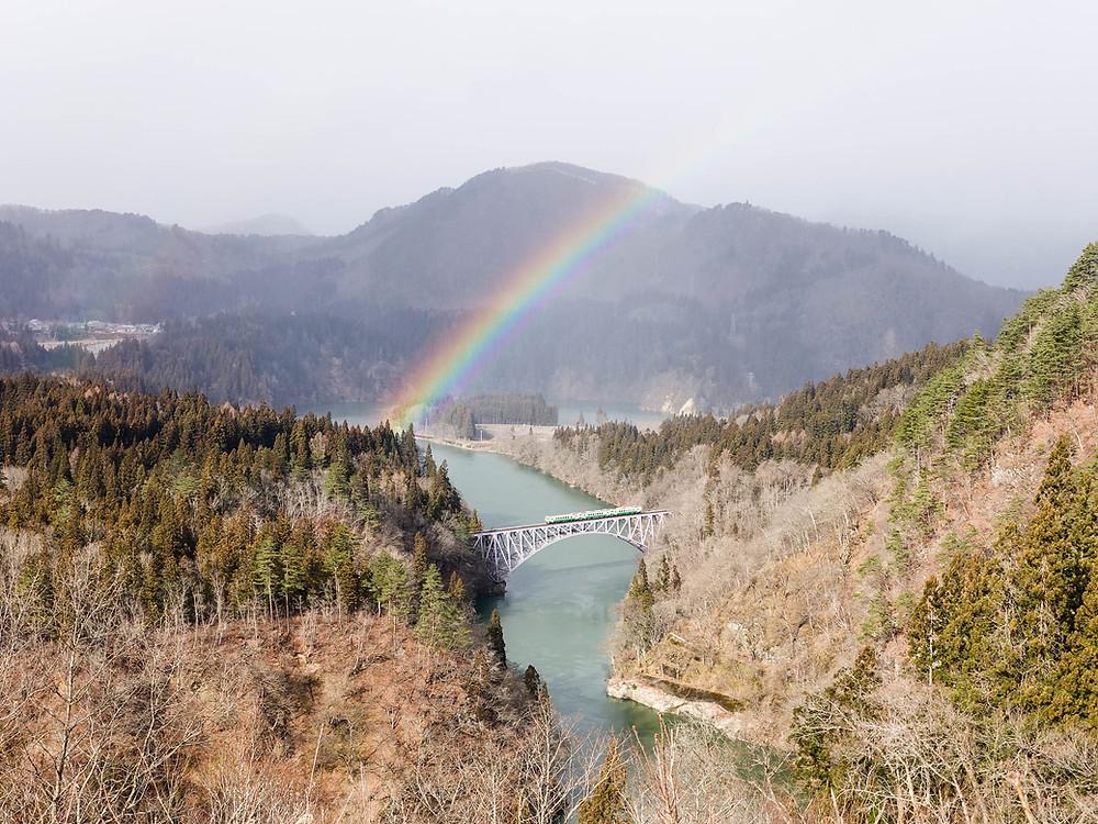 第一只見川橋樑電車通過時的絕景。