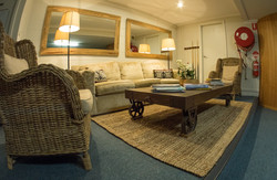 Secondary lounge area