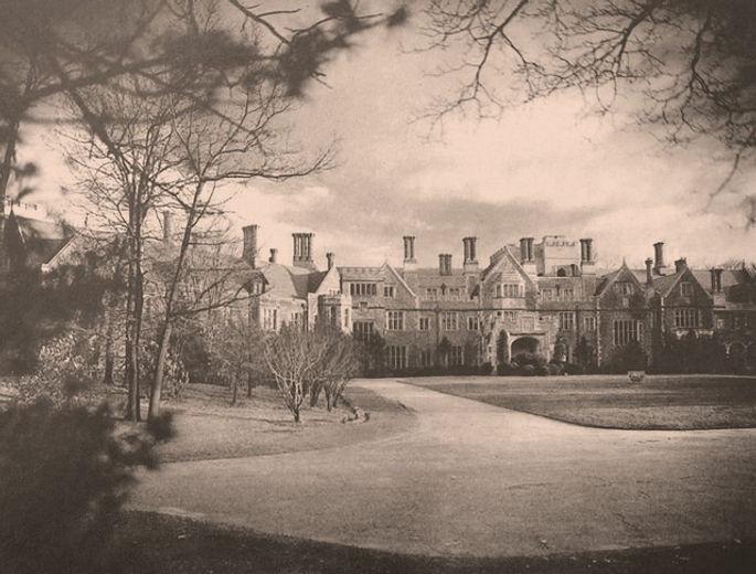 Inisfada-Long-Island-Mansion-Jesuits-Nicholas-Brady-Manhasset_edited.jpg