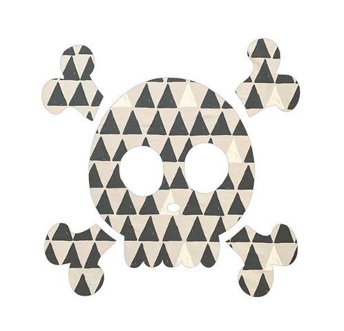 Skull and Crossbones pin board - 'pointy'