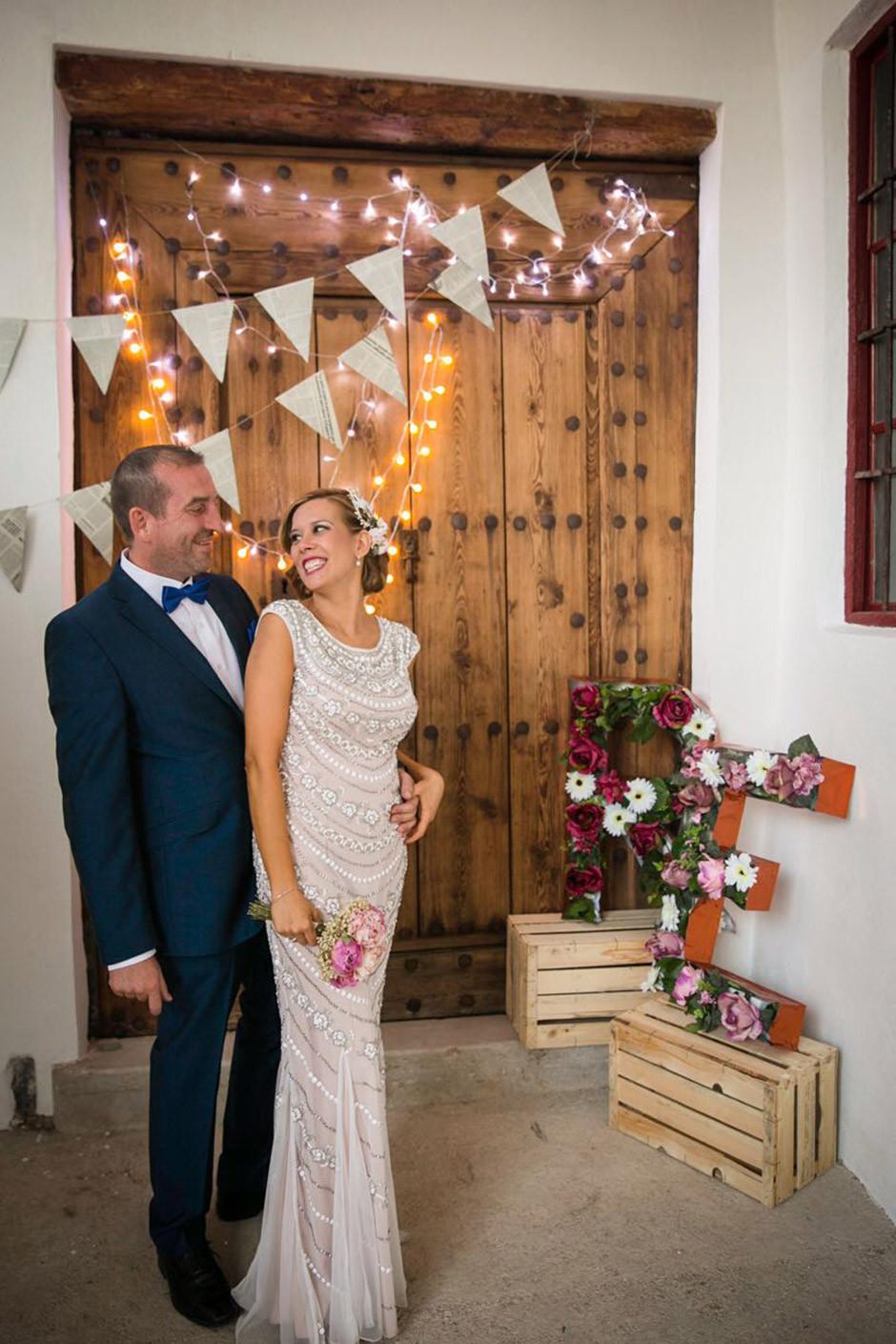 photocall boda puerta madera