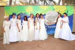 תצוגת אופנה שמלות כלה בפסטיבל מחוללות בכרמים