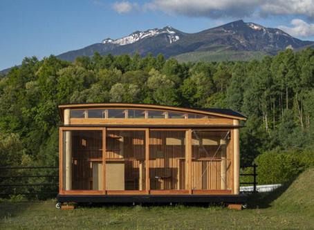 Tiny mobile dwelling celebrates local Shinshu larch in Japan