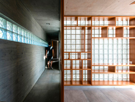 Glass Bricks in Argentine Houses: Achieving Natural Light and Privacy with Translucent Blocks