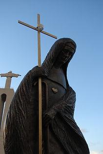 Escultura da Beata Maria do Divino Coração
