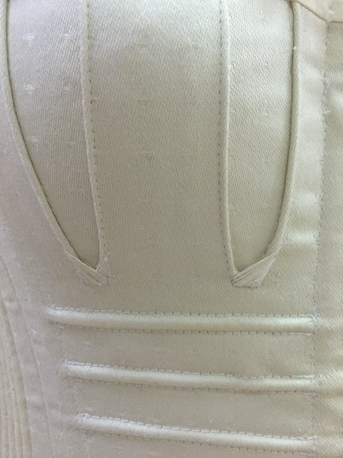 Flossing Detail - Bust Gusset