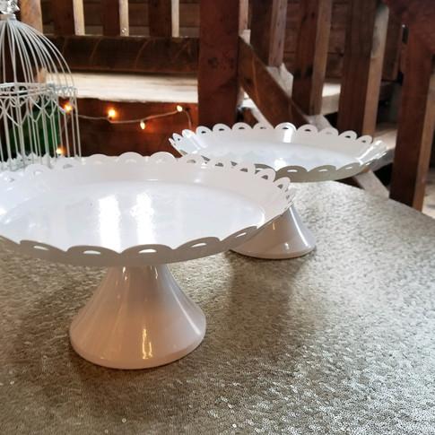 White dessert trays